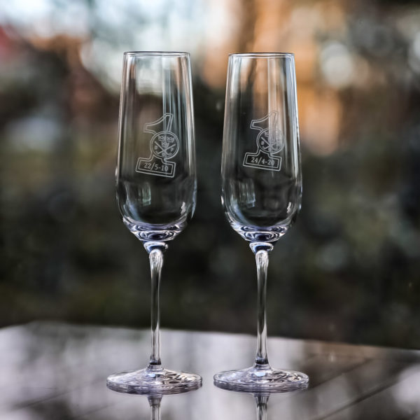 HIO-klubbens champagneglas med 1:an