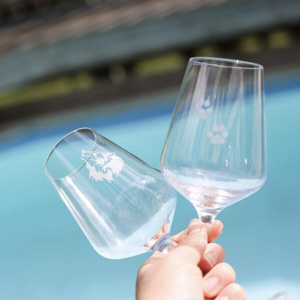 Passion vitvinsglas med gravyr: Varg